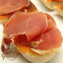 Bread with garlic and Serrano ham
